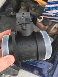 Зачем нужен датчик расходомера воздуха в авто?
